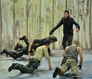 the walking dead negan figure review - killing glenn