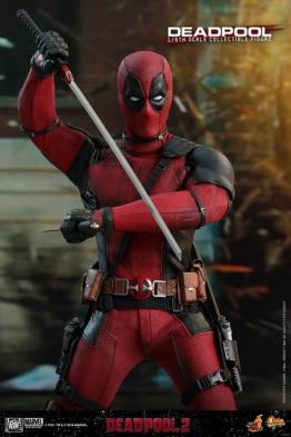 hot toys deadpool 2 figure -drawing katana