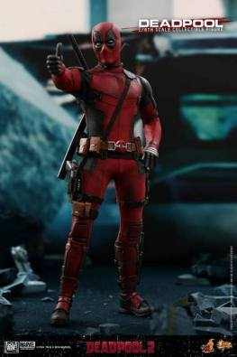 hot toys deadpool 2 figure -thumbs up
