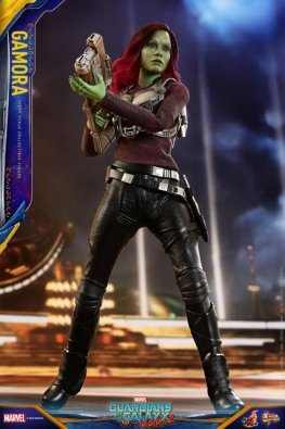 hot toys guardians of the gamora vol. 2 gamora figure - cradling blaster