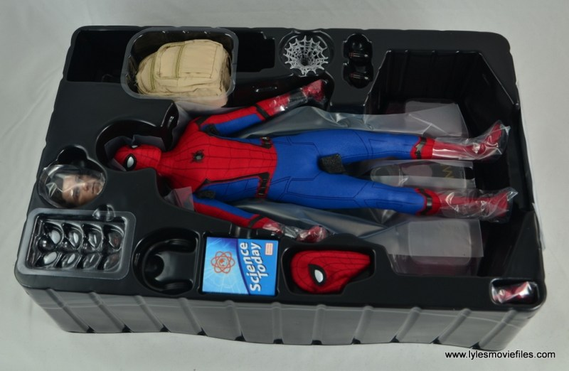hot toys spider-man homecoming figure review - figure in tray