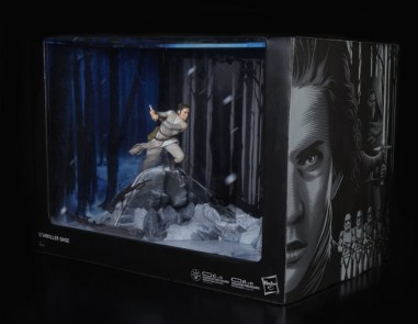 STAR WARS THE BLACK SERIES CENTERPIECE REY (STARKILLER BASE) & KYLO REN Figure - in pkg2_v1_current