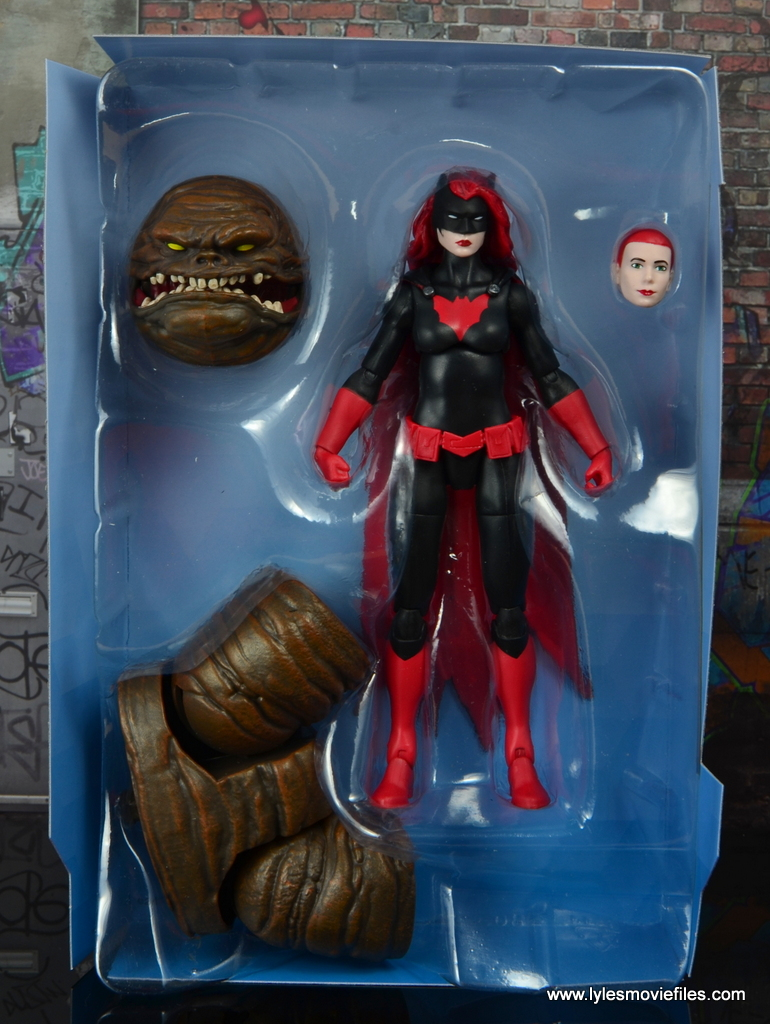 dc multiverse batwoman figure review - accessories in tray