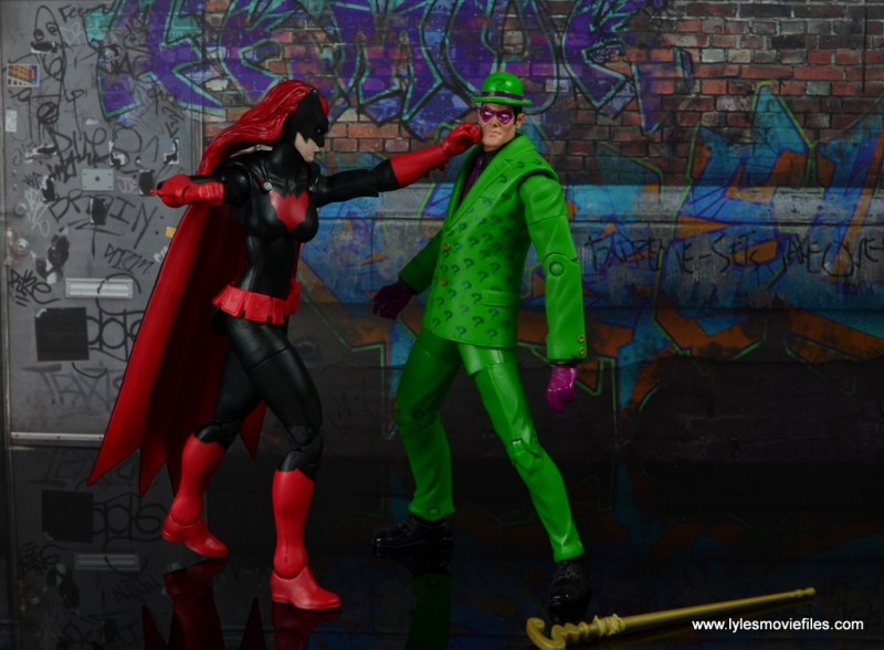 dc multiverse batwoman figure review - punching out riddler