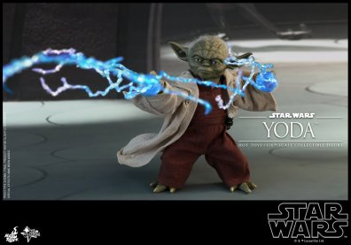 hot toys attack of the clones yoda figure -catching lightning