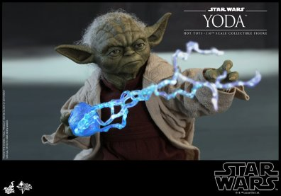 hot toys attack of the clones yoda figure -stopping lightning