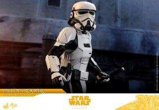 hot toys solo a star wars story patrol trooper figure -walking
