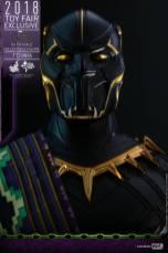 hot toys black panther t'chaka figure -close up