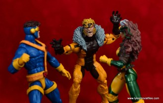 marvel legends sabretooth figure review - ambushing cyclops and rogue