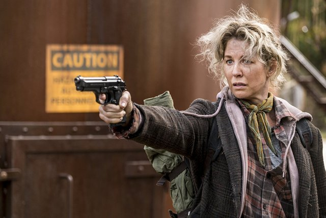 fear the walking dead another day in the diamond review - jenna elfman as naomi