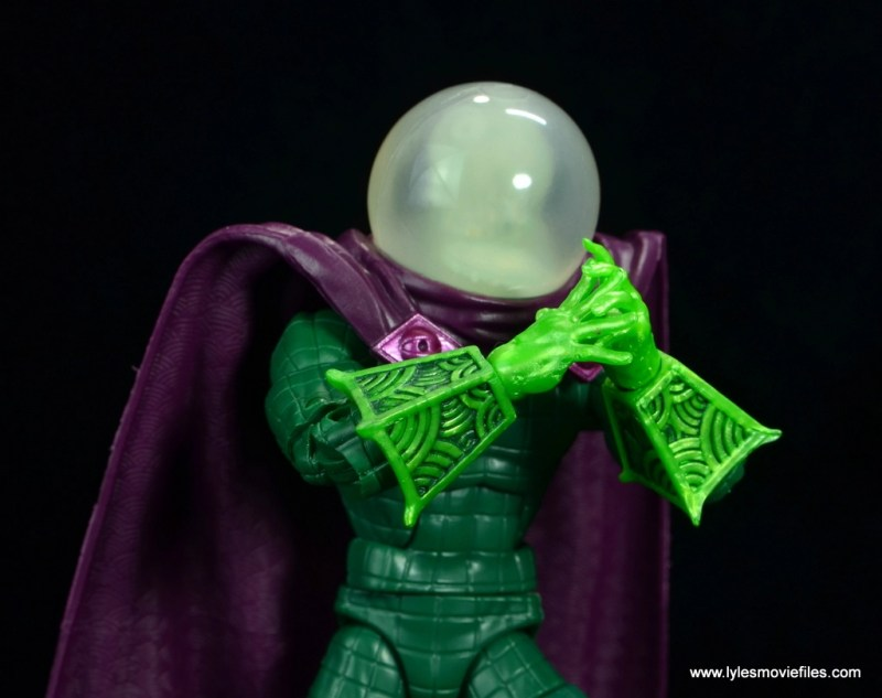 marvel legends mysterio figure review - hands clapsed