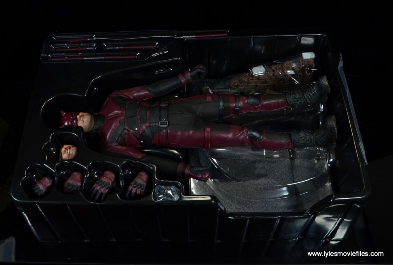 hot toys daredevil figure review - figure in tray