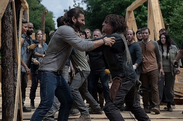 the walking dead the bridge - justin and daryl fight