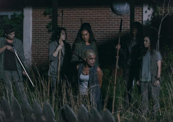 the walking dead warning signs review - cyndie and oceanside with arat
