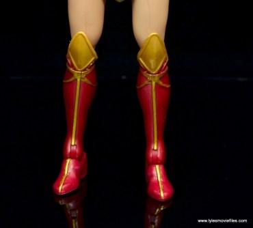 dc multiverse wonder woman figure review -boot detail