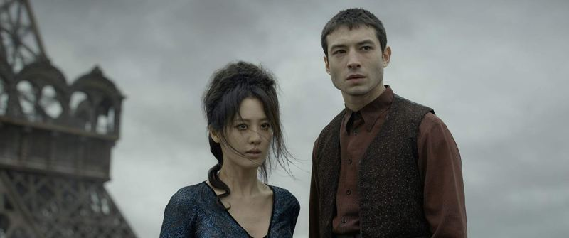 fantastic beasts the crimes of grindelwald review - claudia kim and ezra miller