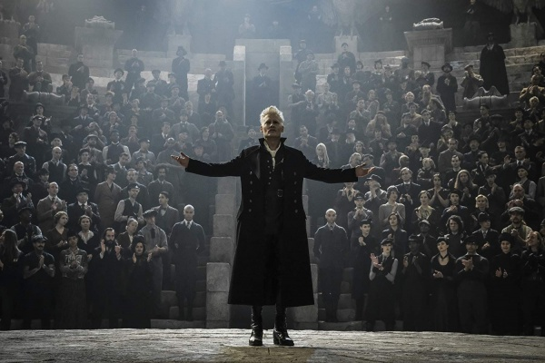 fantastic beasts the crimes of grindelwald review - johnny depp as grindelwald