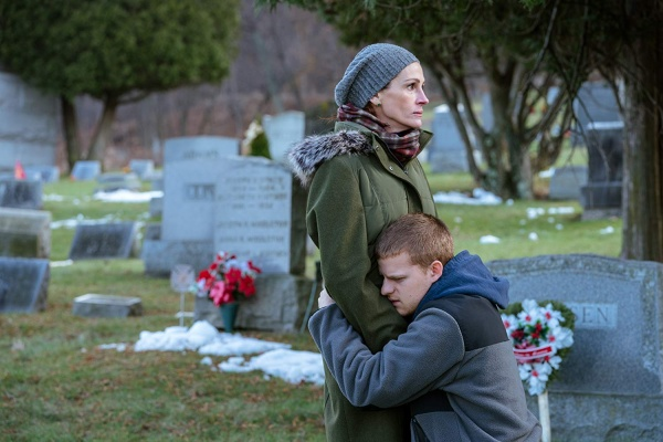 ben is back review - julia roberts and lucas hedges