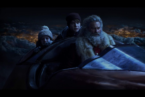 the christmas chronicles review - darby camp, judah lewis and kurt russell
