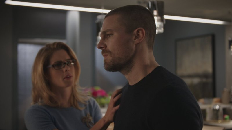 arrow my name is emiko queen review - felicity and oliver