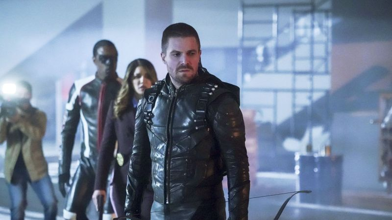 arrow emerald archer - curtis, dinah and oliver