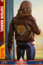 hot toys captain marvel deluxe figure -back of jacket
