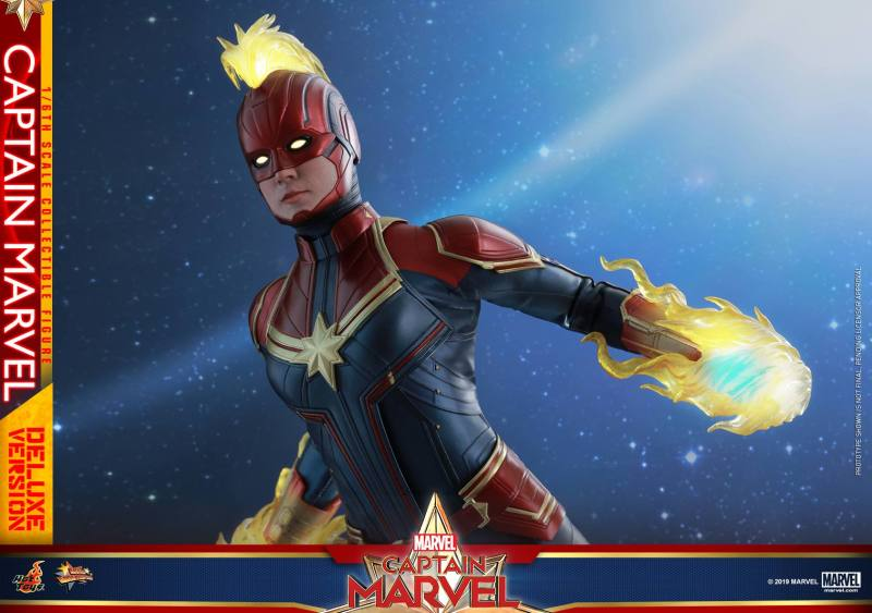 hot toys captain marvel deluxe figure -in space