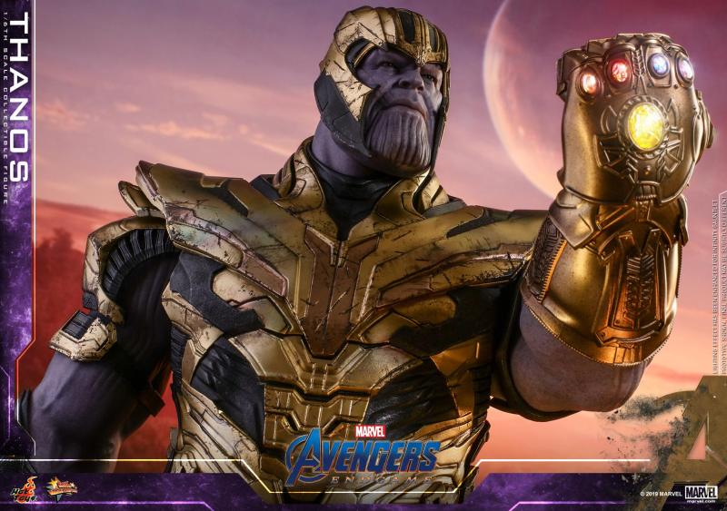 hot toys avengers engame thanos figure -gauntlet detail