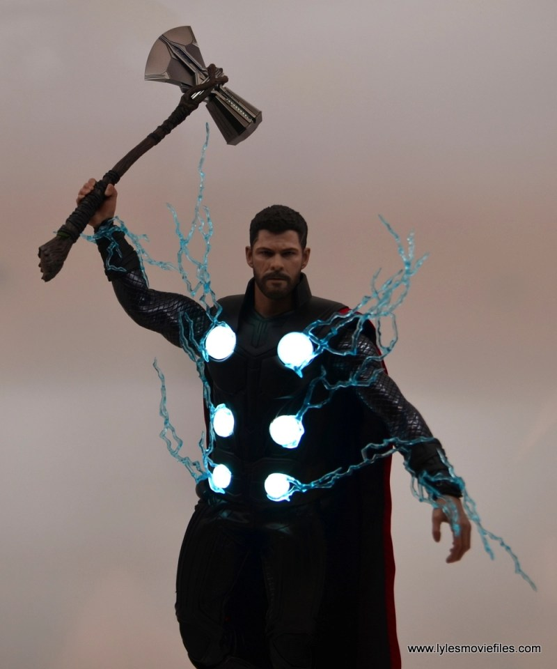 hot toys avengers infinity war thor figure review - lit up chest panels
