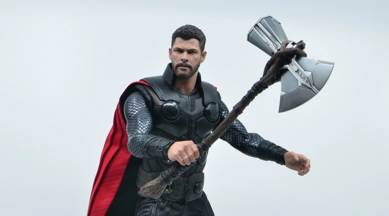 hot toys avengers infinity war thor figure review - main shot