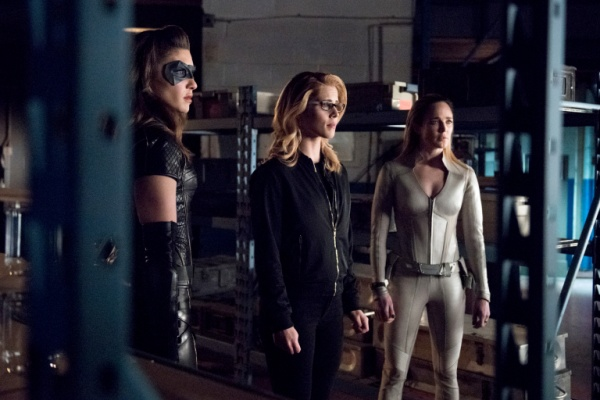 arrow lost canary review - dinah, felicity and sara