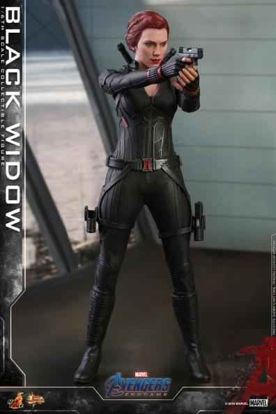 hot toys avengers endgame black widow figure - aiming one gun