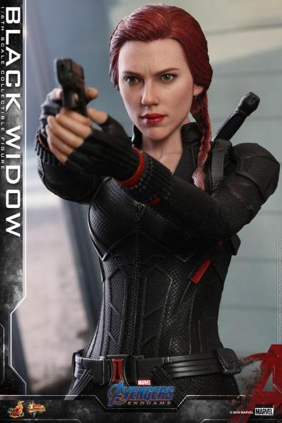 hot toys avengers endgame black widow figure - close up aiming