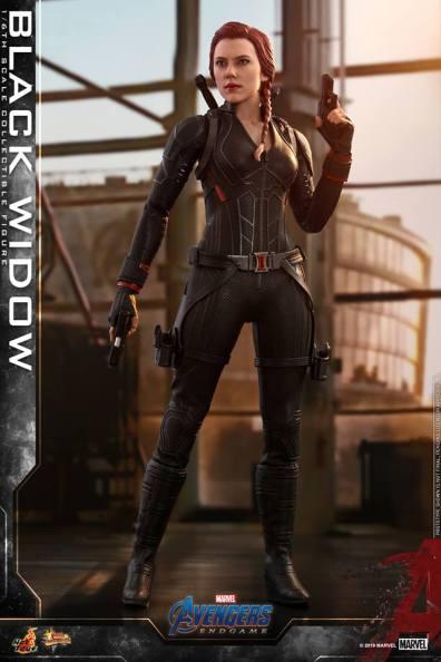 hot toys avengers endgame black widow figure - guns drawn