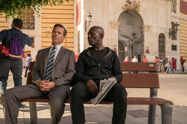 domino review - guy pearce and eriq ebouaney