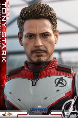 hot toys avengers endgame tony stark team suit - close up