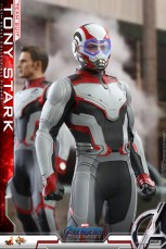 hot toys avengers endgame tony stark team suit - helmet on