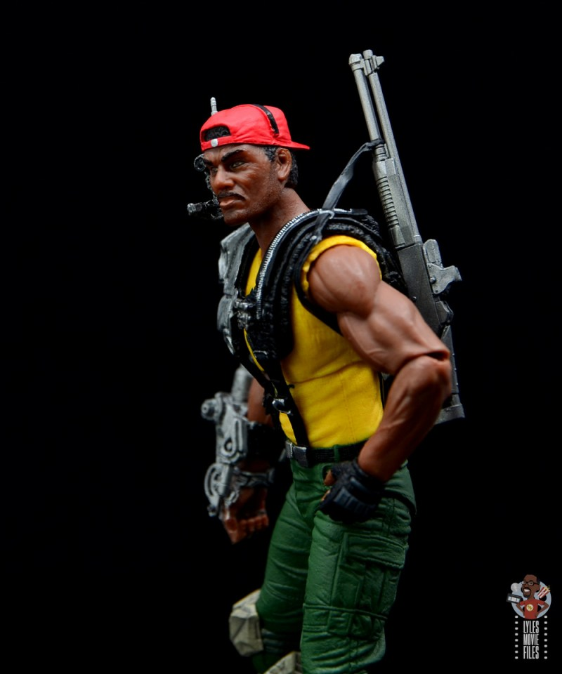 neca aliens sgt apone figure review - blaster strapped to the back
