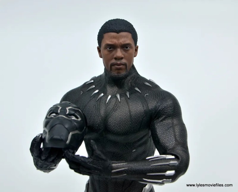 Hot Toys Black Panther figure review - holding helmet