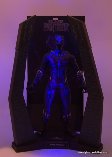 Hot Toys Black Panther figure review - light up base low light