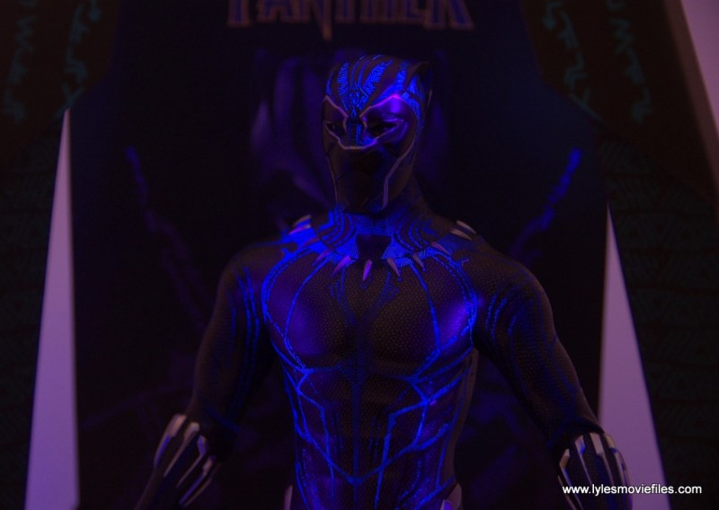 Hot Toys Black Panther figure review - lit up detail