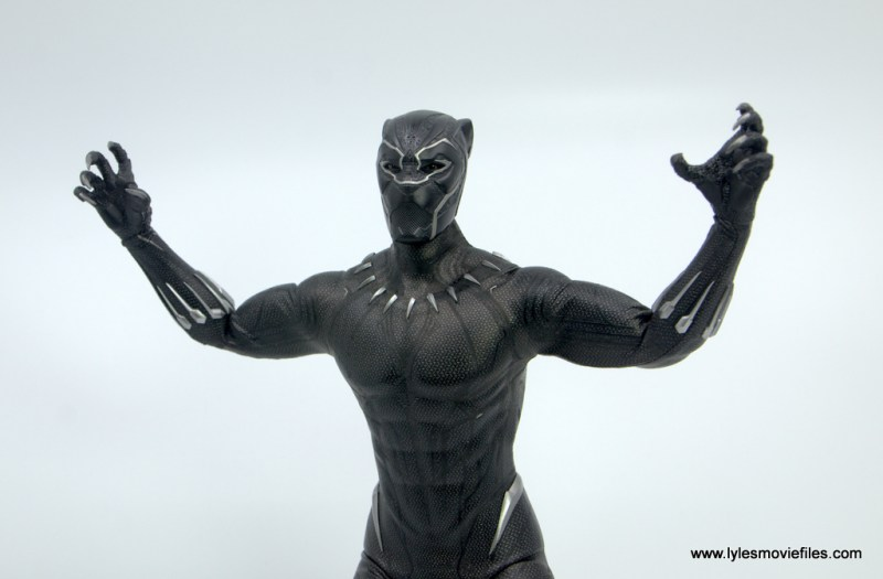 Hot Toys Black Panther figure review - pouncing
