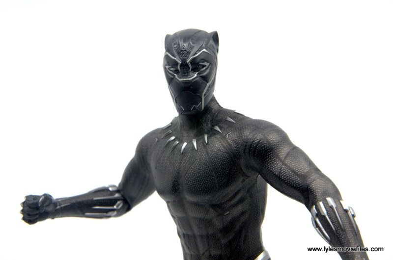 Hot Toys Black Panther figure review - wide shot fist hand