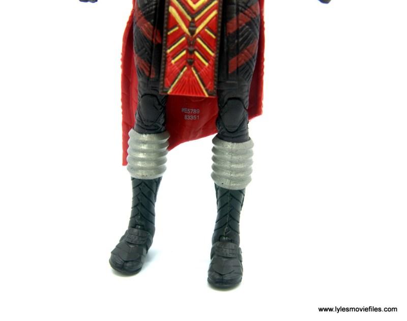 Marvel Legends Dora Milaje figure review - leg and boot detail