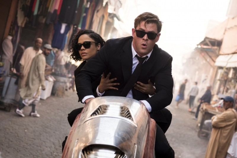 men in black international review - tessa thompson and chris hemsworth go for a ride