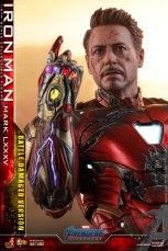 Hot Toys Avengers Endgame Iron Man Mark LXXXV Battle Damaged Figure - about to snap