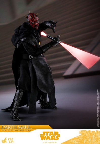 hot toys solo a star wars story darth maul figure - twirling lightsaber