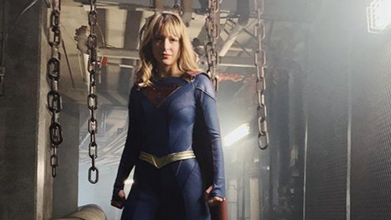 Melissa Benoist Ditches The Skirt For More Adult Supergirl Outfit For Season 5 Lyles Movie Files