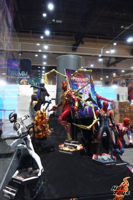 sdcc 2019 hot toys reveals - negative spider-man, iron spider and velocity suit figures