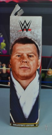 wwe elite bob backlund figure review - package side
